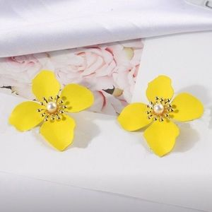 Jewelry - Yellow flower pedal earrings hand crafted NWT
